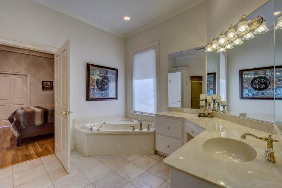 Fototapeta WC – proste i praktyczne metamorfozy na ścianach toalety