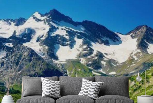 Fototapety, przedstawiające majestatyczne góry, optycznie powiększają pomieszczenie