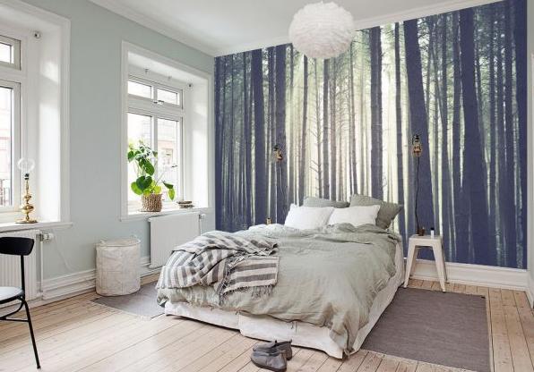 Kojący widok lasu stworzy przytulną i relaksującą atmosferę w sypialni