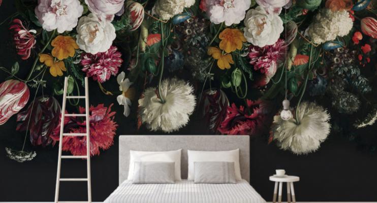 Po naklejeniu różanej fototapety w sypialni będziesz się budzić i zasypiać w bajecznie pięknym ogrodzie