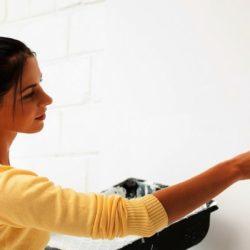 Gruntowanie ścian przed tapetowaniem