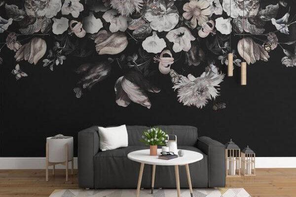 Tapeta zgodna z modnymi tendencjami tego roku. Kwiatowy motyw, ciemne tło, wyraziste kolory - czego chcieć więcej?