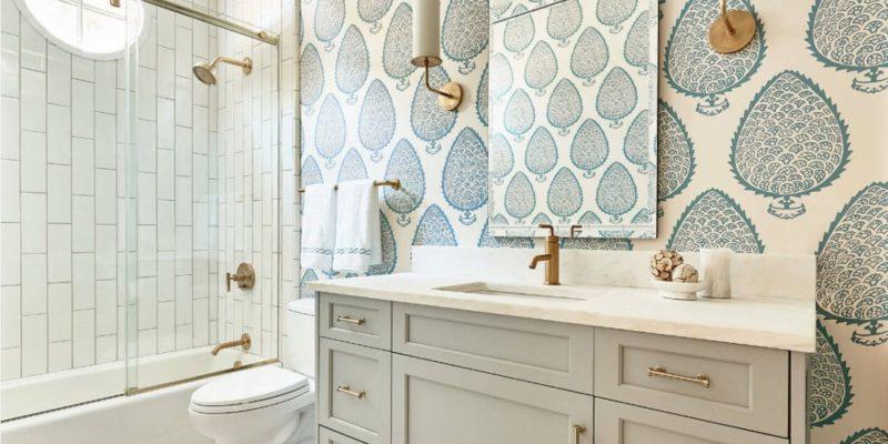 Ekran wokół wanny ułatwi sprzątanie łazienki