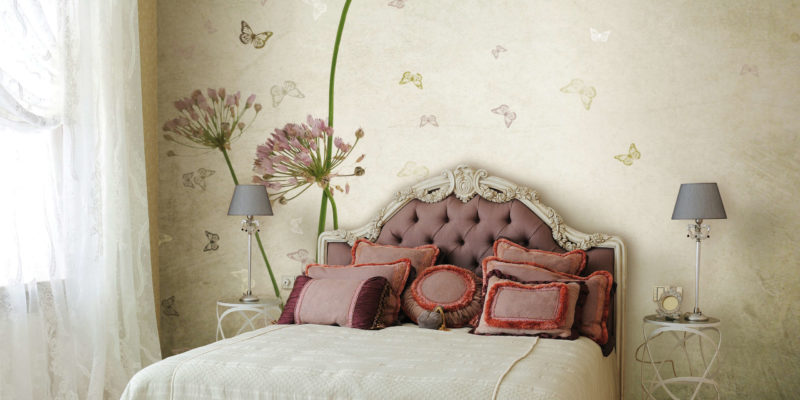 Sypialnia w stylu prowansalskim tworzy doskonałą atmosferę dla odpoczynku