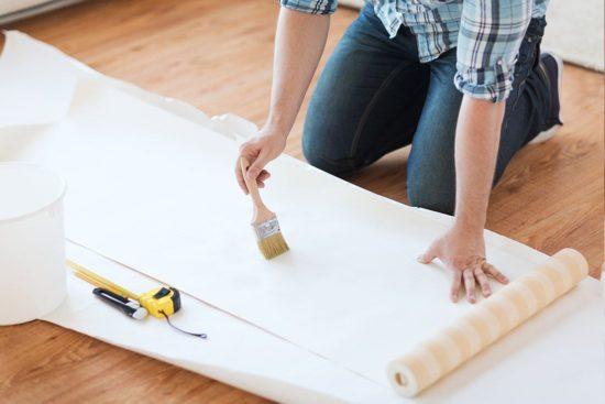 Należy kleić tapety zgodnie ze wszystkimi zasadami - tak, aby płótno trzymało się dłużej