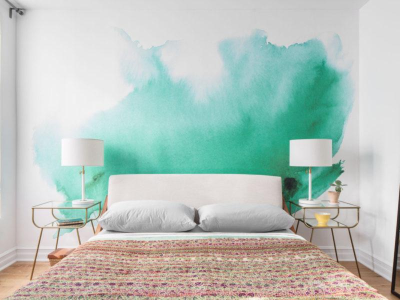 Soczyste akwarelowe plamy - to modny sposób na dekorację sypialni