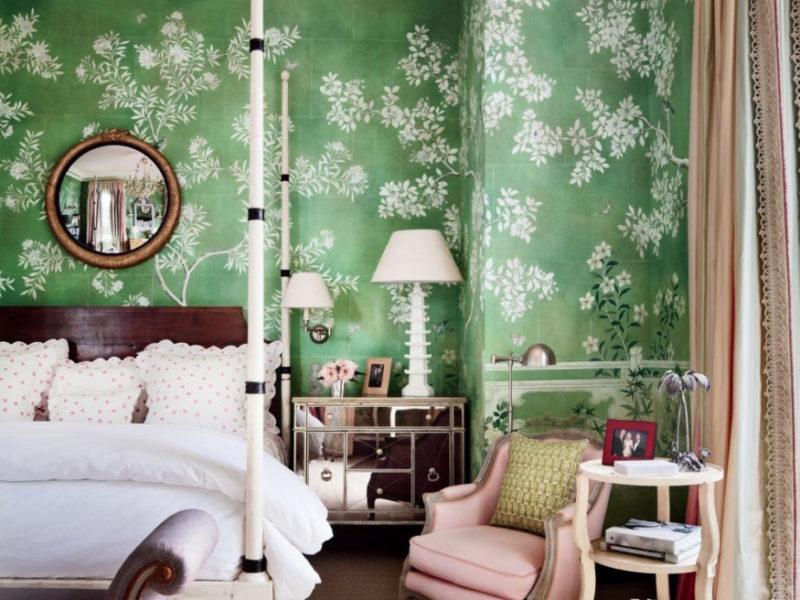 Delikatne białe kwiaty równoważą soczysty zielony kolor tapety
