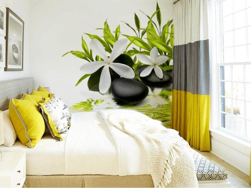 Minimalistyczne kwiaty i kamienie podkreślają relaksującą atmosferę