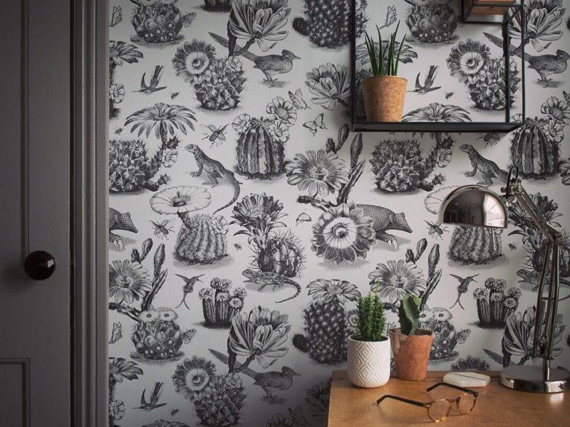 Regularny monochromatyczny motyw pomoże w stylowy sposób ozdobić ściany gabinetu, nie rozpraszając i nie przeszkadzając w pracy