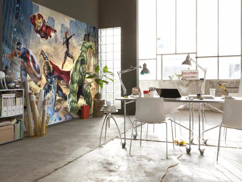 Miłośnicy Marvela z pewnością docenią fototapetę, przedstawiającą Avengersów, dumnie walczących ze złem… taka tapeta w biurze pomoże skutecznie i pozytywnie zwalczać wyzwania dnia codziennego