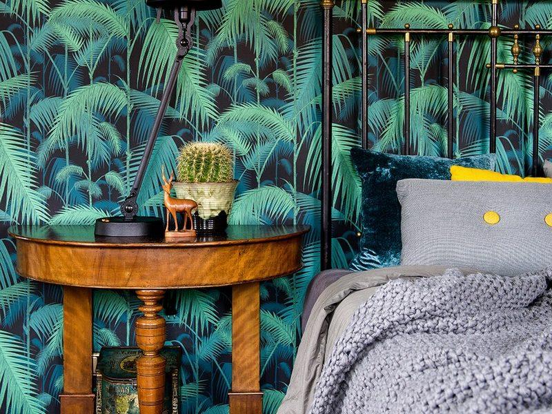Sypialnia czy salon w wyrafinowanym stylu również zyskają na dodaniu liściastej fototapety.