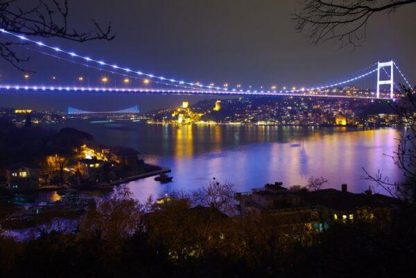 Fatih Sultan Mehmet Bridge w nocy 6