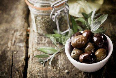 Fototapeta Fresh black olives and herbs